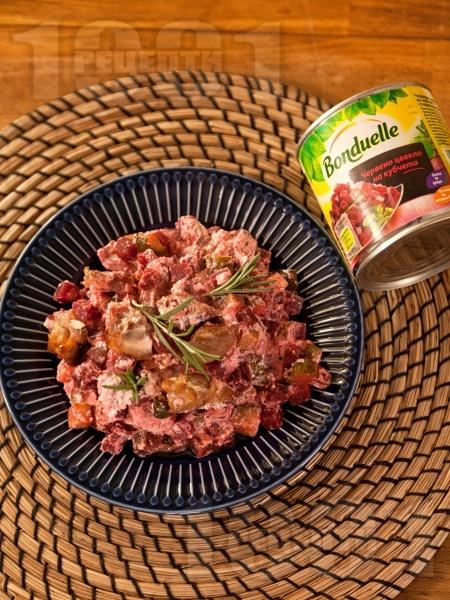 Ярешко печено с кисели краставички, цвекло, розмарин и сметанов сос в тава на фурна - снимка на рецептата
